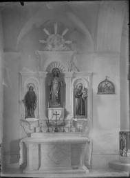 Vista frontal de l'altar del Sagrat Cor de l'església de Sant Jaume de Llierca, 1949 (ACGAX. Fons Sadurní Brunet Pi. Autor: Sadurní Brunet)