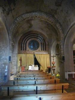 Vista parcial de l'interior de l'església de Sant Feliu, a Vilajuïga, 2012 (Foto: https://commons.wikimedia.org. Autor: Pere López)