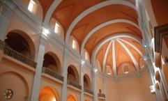 Vista parcial de l'interior de l'església de Sant Vicenç, a Llançà (Foto: www.festacatalunya.cat)
