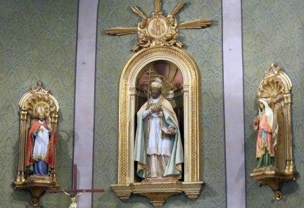 Vista parcial de l'altar major de l'església de Sant Pere Despuig, a la Vall de Bianya, 2016 (Foto: https://masllach.com)