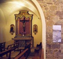 Vista parcial de l'altar del Sant Crist de l'església de Sant Martí de Capsec, a la Vall de Bianya, 2016 (Foto: Marina Saenz de Pablo)