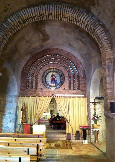 Vista parcial de l'interior de l'església de Sant Feliu, a Vilajuïga (Foto www.vilajuïga.cat)