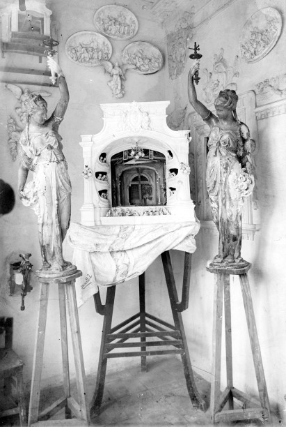 Vista frontal de la maqueta de l'embocadura d'un teatre, c. 1909 (ACGAX. Fons Sadurní Brunet Pi. Foto Sadurní Brunet)