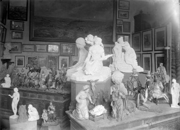 Sala d'exposició del Museu d'Olot, 1916 (ACGAX. Fons Sadurní Brunet Pi. Autor: Sadurní Brunet)