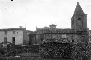 Vista lateral de l'església de Sant Esteve a Llanars, 1927 (foto Sadurní Brunet Pi, ACGAX)