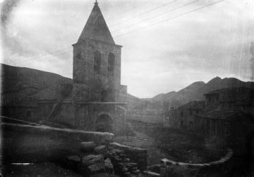 Vista parcial de l'església de Sant Esteve a Llanars, 1927 (foto Sadurní Brunet Pi, ACGAX)