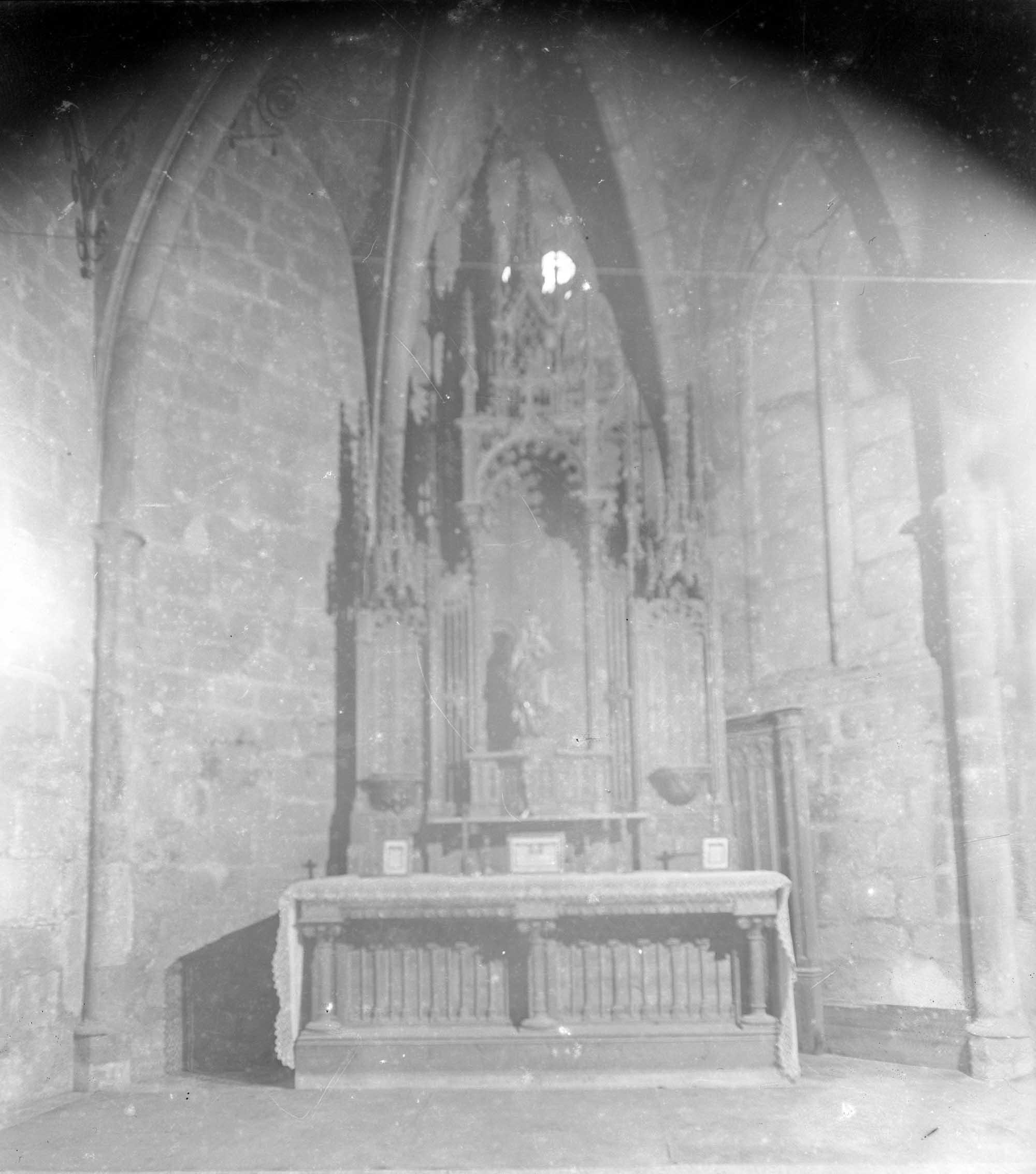 Vista general de la capella de Sant Llorenç a la basílica de Santa Maria, a Castelló d'Empúries