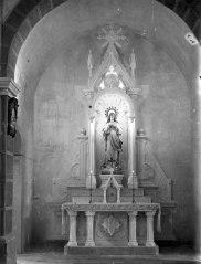 Vista frontal de l'altar de la Puríssima de l'església de Sant Salvador, a Castellfollit de la Roca, entre els anys 1945 i 1949 (ACGAX. Fons Sadurní Brunet Pi. Autor Sadurní Brunet)