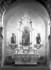 Vista frontal de l'altar de Sant Josep de l'església de Sant Salvador, a Castellfollit de la Roca, entre els anys 1945 i 1949 (ACGAX. Fons Sadurní Brunet Pi. Autor: Sadurní Brunet)
