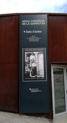 """Banderola de l'exposició """"Sadurní Brunet. Registre i sensibilitat"""", Sala d'actes de l'Arxiu Comarcal de la Garrotxa, 2018 (Foto: David Santaeulària)"""