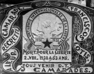 Làpida de la Franciscos Lotis, 1938 (ACGAX. Fons: Sadurní Brunet Pi. Autor: Sadurní Brunet)