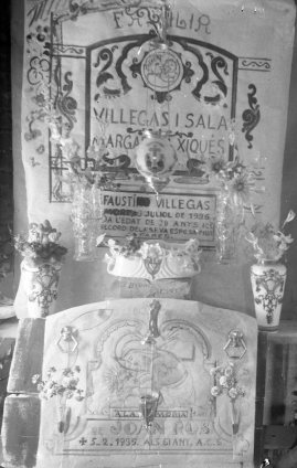 Dissenys decoratius sobre paper i elements ornamentals, c. 1936 (ACGAX. Fons Sadurní Brunet Pi. Autor: Sadurní Brunet)