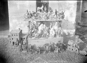 Figures de pessebre de Sadurní Brunet per posar a la venda, c. 1930 (ACGAX. Fons Sadurní Brunet Pi. Autor: Sadurní Brunet)