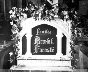 Làpida de la família Brunet Forasté, c. 1950