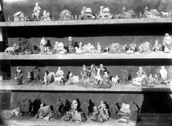 Figures de pessebre de Sadurní Brunet per posar a la venda, c. 1925 (ACGAX. Fons Sadurní Brunet Pi. Autor: Sadurní Brunet)