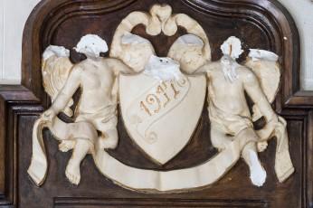 Vista de detall de la decoració de l'oratori de Can Gussinyer, a Castellfollit de la Roca, 2018 (ACGAX. Col·lecció d'imatges de l'ACGAX. Autors: Quim Roca i Anna Rius)