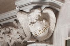 Vista parcial del capitell de Sant Joan de l'oratori de Can Gussinyer, a Castellfollit de la Roca, 2018 (ACGAX. Col·lecció d'imatges de l'ACGAX. Autors: Quim Roca i Anna Rius)