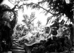 Pessebre fet per Sadurní Brunet i els seus fills, c. 1930 (ACGAX. Fons Sadurní Brunet Pi. Autor: Sadurní Brunet)