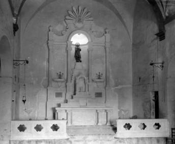 Vista frontal de l'altar major de l'església de Sant Mamet, a Riumors, 1948 (ACGAX. Fons Sadurní Brunet Pi. Autor: Sadurní Brunet)