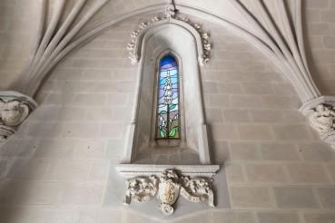 Vista frontal de la finestra lateral de l'oratori de Can Gussinyer, a Castellfollit de la Roca, 2018 (ACGAX. Col·lecció d'imatges de l'ACGAX. Autors: Quim Roca i Anna Rius)