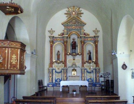 Vista parcial de l'interior de l'església de Sant Esteve de Tuixent, a Josa i Tuixent (Foto: https://ca.wikipedia.org/. Autor: Jordi Picart)