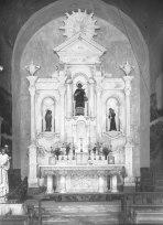 Vista general de l'altar major de l'església de Sant Esteve de Tuixent, a Josa i Tuixent, obra de Sadurní Brunet Forasté, 1952 (ACGAX. Fons Sadurní Brunet Pi. Autor: Sadurní Brunet Forasté)