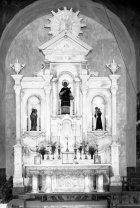 Vista frontal de l'altar major de l'església de Sant Esteve, a Tuixent, 1952 (ACGAX. Fons Sadurní Brunet Pi. Autor: Sadurní Brunet)