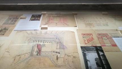 """Vista parcial de l'exposició """"Sadurní Brunet Pi. Interiorista, dissenyador, fotògraf i constructor de cielos"""", a la Sala Oberta del Museu de la Garrotxa, 2018"""