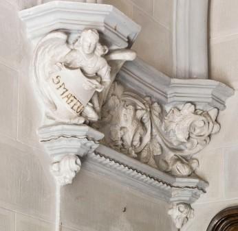 Vista general del capitell de Sant Joan de l'oratori de Can Gussinyer, a Castellfollit de la Roca, 2018 (ACGAX. Col·lecció d'imatges de l'ACGAX. Autors: Quim Roca i Anna Rius)