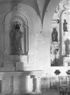 Vista lateral de l'altar del Sagrat Cor de l'església de Sant Mamet, a Riumors, 1948 (ACGAX. Fons Sadurní Brunet Pi. Autor: Sadurní Brunet)
