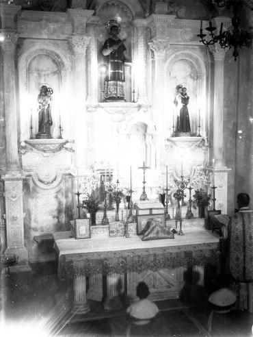 Vista parcial de la cerimònia de consagració de l'altar major de l'església de Sant Esteve de Tuixent, a Josa i Tuixent, 1952 (ACGAX. Fons Sadurní Brunet Pi. Autor: Sadurní Brunet Forasté)