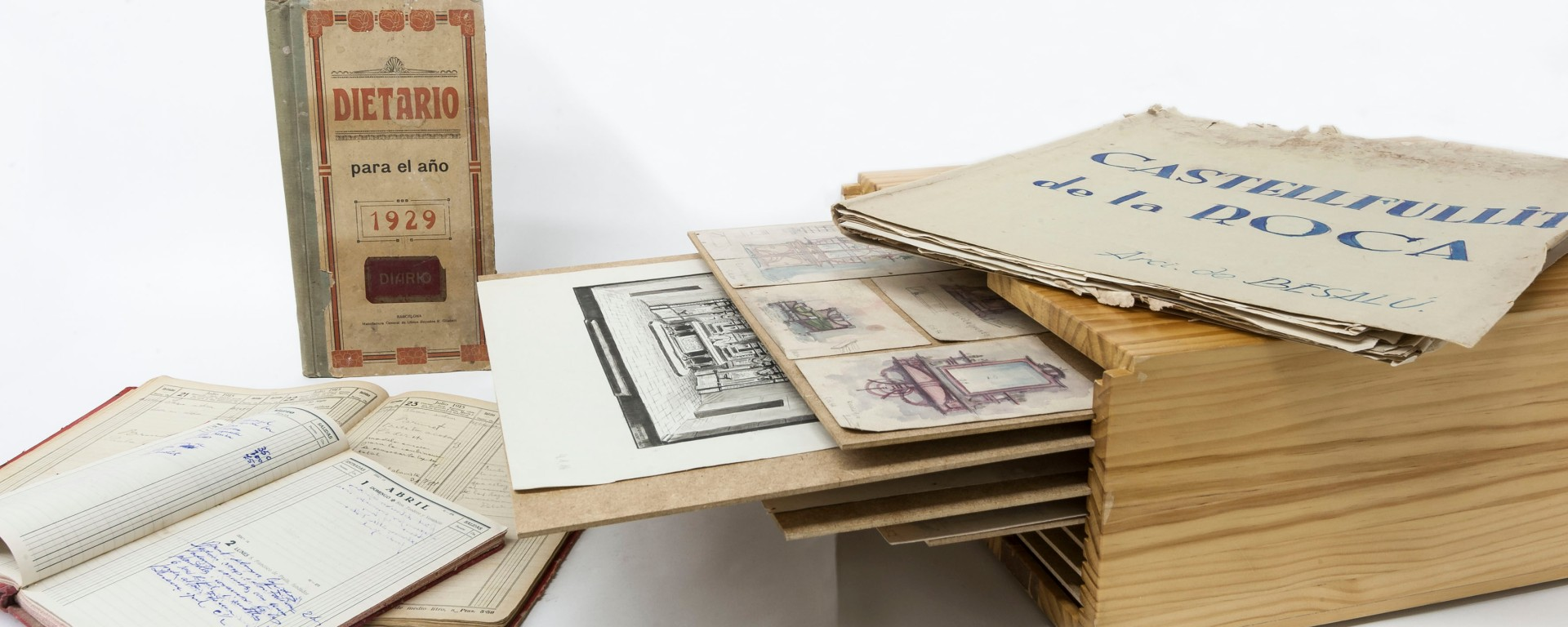 Composició amb dibuixos i dietaris del Fons Sadurní Brunet Pi, 2018 (ACGAX. Col·lecció d'imatges de l'ACGAX. Autor: Quim Roca)
