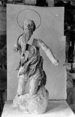 Vista frontal de l'escultura de Sant Onofre, abans de ser restaurada, 1944 (ACGAX. Fons Sadurní Brunet Pi. Autor Sadurní Brunet)