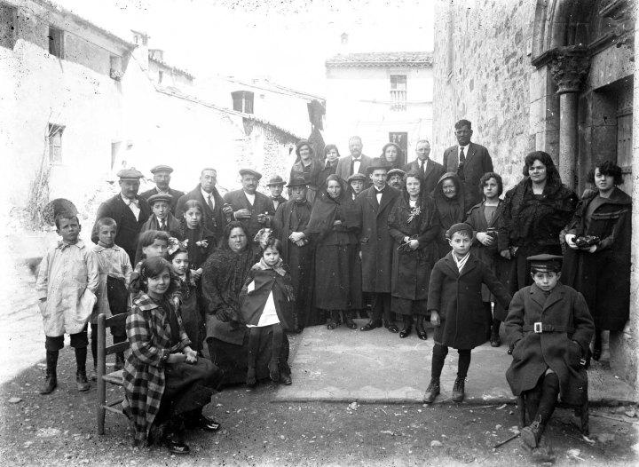 Retrat de grup, c. 1919 (ACGAX. Fons Sadurní Brunet Pi. Autor Sadurní Brunet)