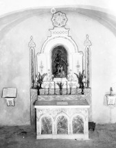 Vista frontal de l'altar de l'ermita de Sant Onofre, a Palau-saverdera, 1943 (ACGAX. Fons Sadurní Brunet Pi. Autor Sadurní Brunet)