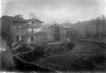Vista general de can Masdavall, a Olot, c.1915 (ACGAX. Fons Sadurni Brunet Pi. Autor: Sadurní Brunet)