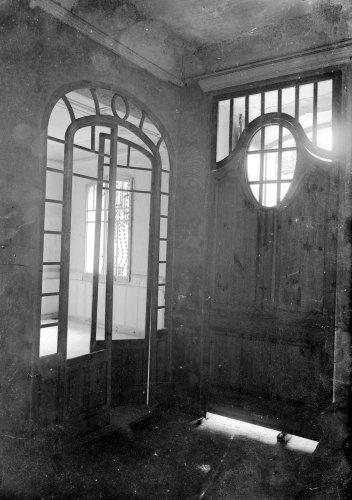 Vista parcial de l'interior de can Sorribas, a Sant Jaume de Llierca, 1917 (ACGAX. Fons Sadurní Brunet Pi. Autor: Sadurní Brunet)