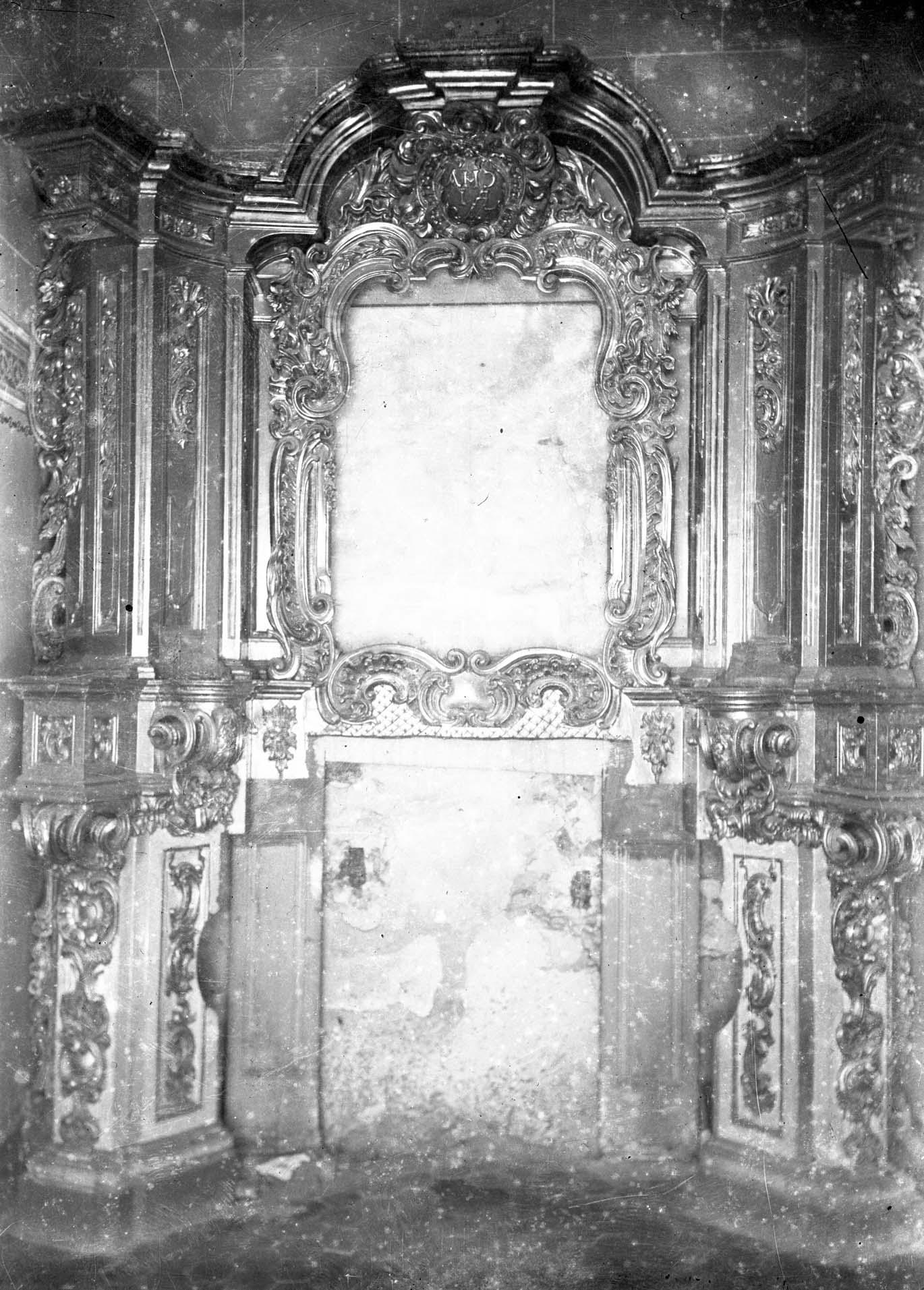 Vista parcial d'un retaule de la basílica de Santa Maria, a Castelló d'Empúries, entre els anys 1942 i 1944 (ACGAX. Fons Sadurní Brunet Pi. Autor: Sadurní Brunet)